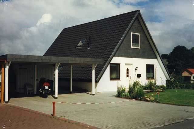 Nurdachhaus am Carport